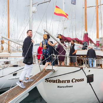 Rent the Southern Cross boat in Barcelona or surroundings and enjoy our wooden boat ride.
