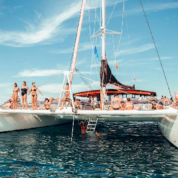 Rent your catamaran CATA 125 in Barcelona or surroundings and enjoy our catamaran trip.