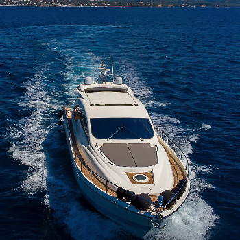Homely, spacious and equipped. Enjoy a yacht charter in Barcelona and sail with Manzanos II.