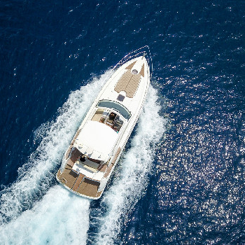 Rent your Acquario yacht in Barcelona or surroundings and enjoy our yacht trip.