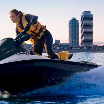 Unload all your adrenaline sailing at high speed with our jet ski rental service.