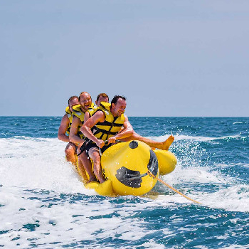 In this Banana Boat you will be dragged by a 6-person capacity tire.
