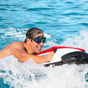 Dive with Seabob and enjoy this activity where you will drive an underwater scooter.