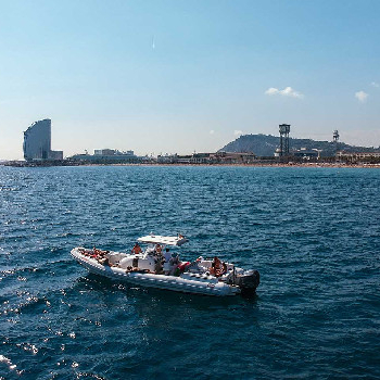 Taste the authentic vermouth of Barcelona on board of an exclusive charter.