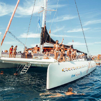 The best incentive for your employees: Sun, music, snorkelling and nautical activities.