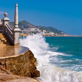 Boat trip to Sitges to enjoy the sea and the port of Sitges.