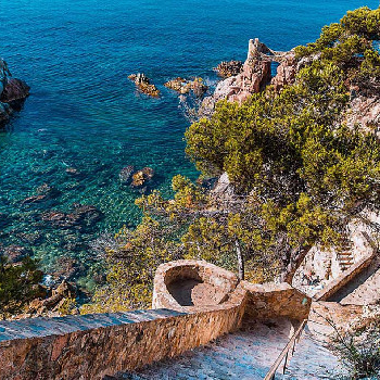 Discover the Costa Brava by taking a boat trip along the Camí de Ronda.