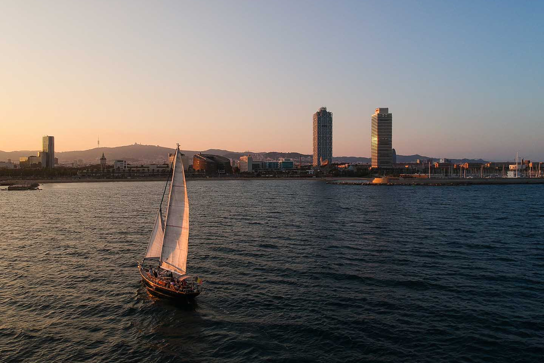 Sunset sailing 392