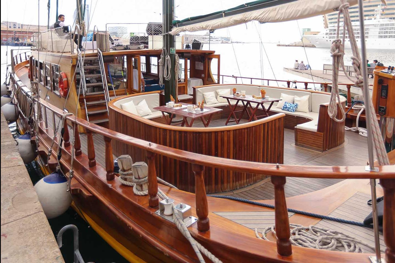 Classic Boat Sailing 586